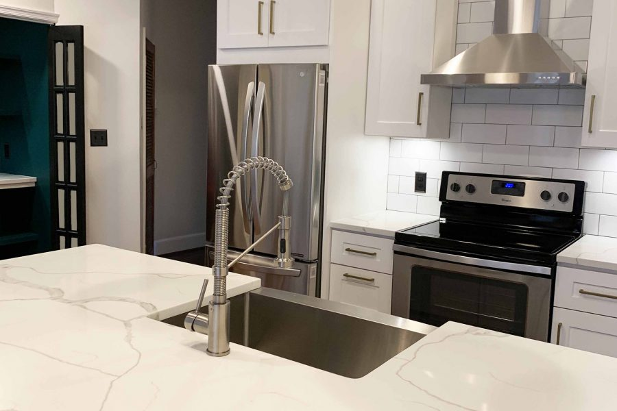 Farm Sink Faucet & Quartz Countertop