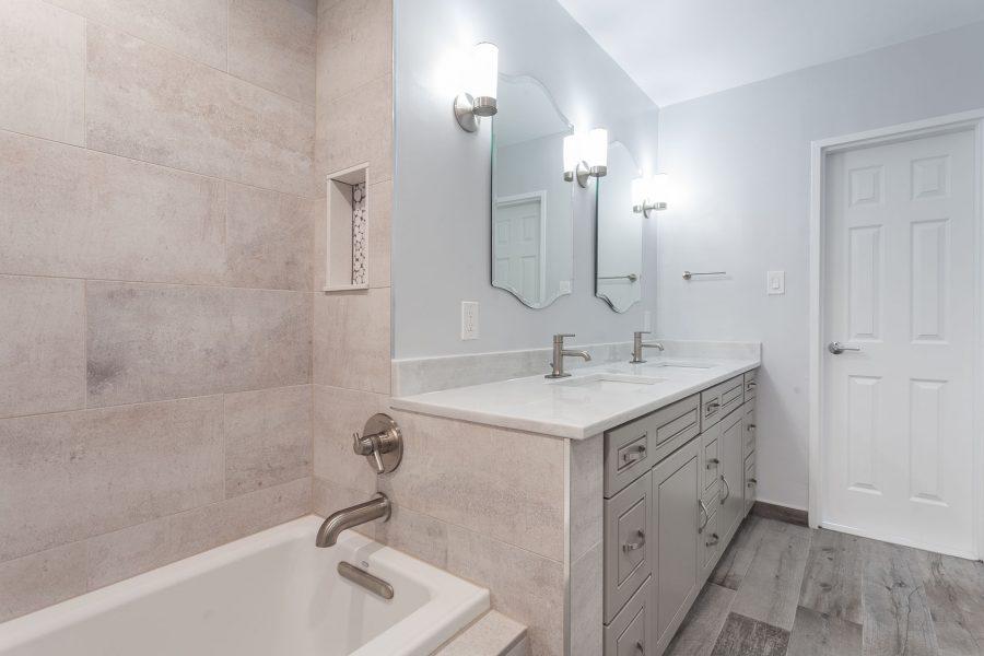 Bathtub and Vanity Divider