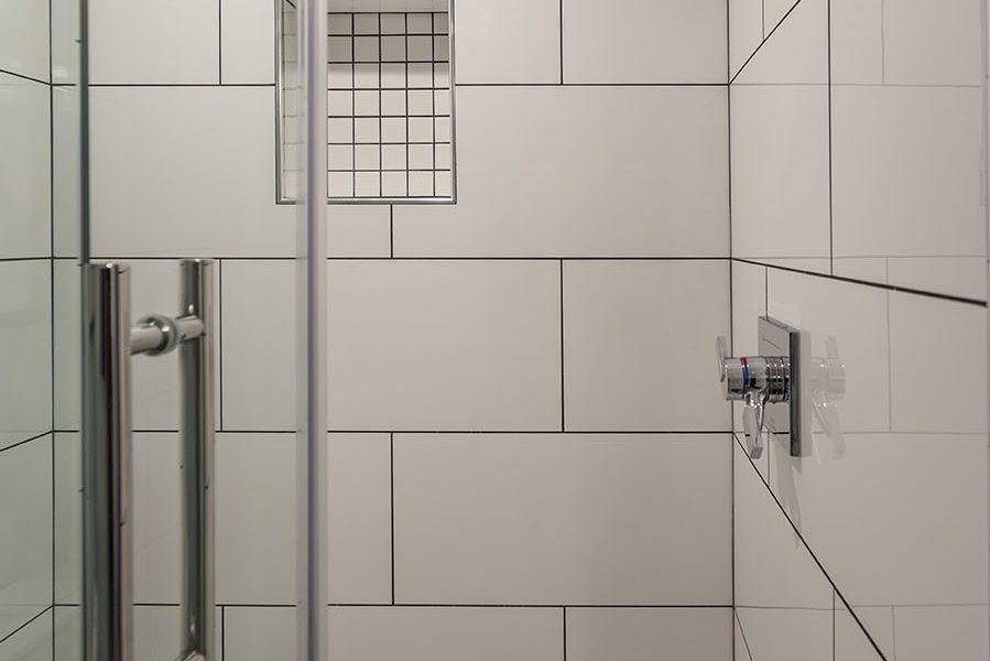 Guest Shower with Shampoo Niche