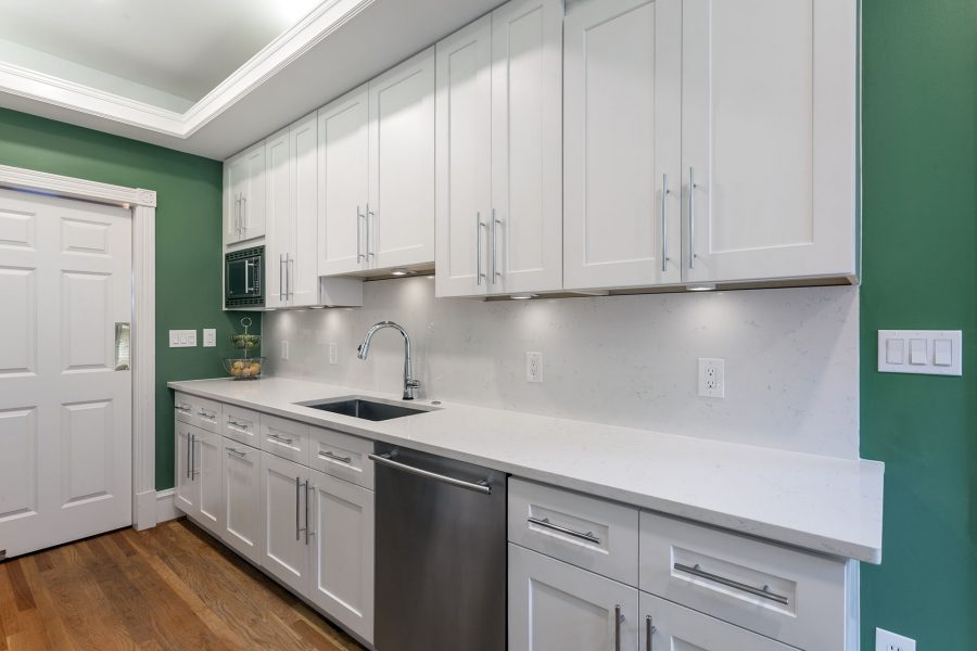 J&K Cabinetry – White Shaker Cabinets