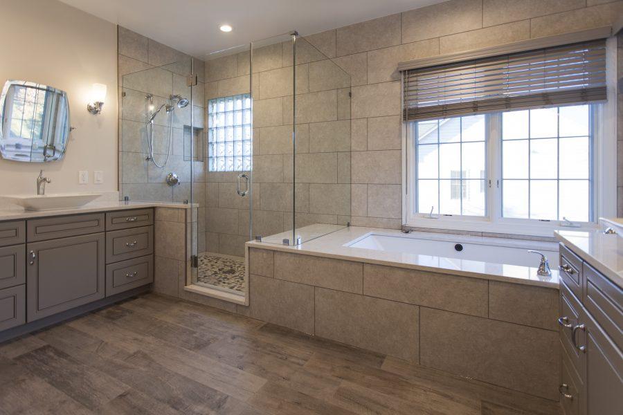 Frameless shower & tub divider