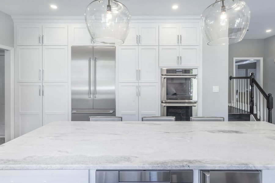White Kitchen Cabinets of Starmark Cabinetry