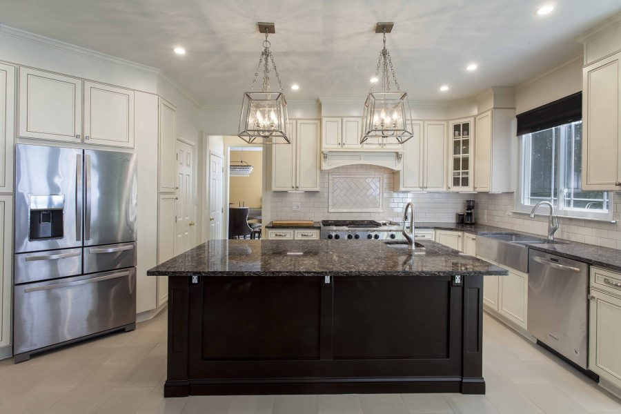 Island with colonial style pendant lighting above